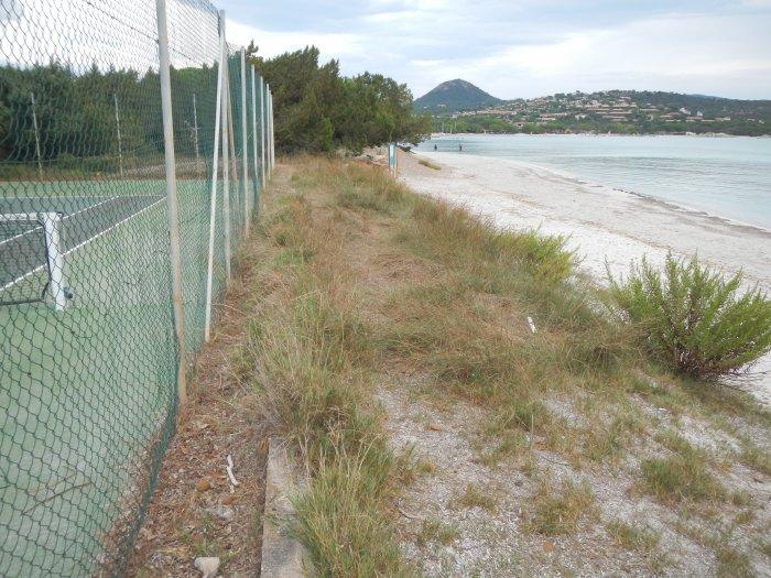 Présence d'aménagement en haut de plage